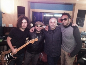 Dayan Abad (guitarrista), Pavel Núñez, Roberto Macagno (ingeniero) y José Mestre (productor).