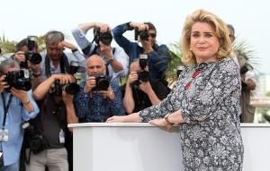 La actriz francesa Catherine Deneuve posa durante la presentación de 'La tête haute'.