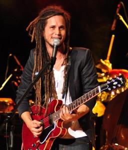Vicente García con guitarra