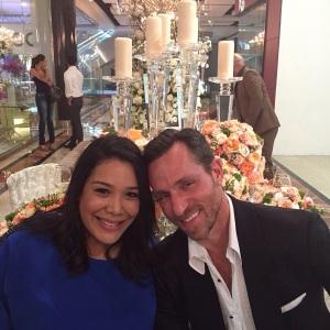 01.- Ileana Then y el invitado de honor al Blue Mall Wedding Gallery, el señor Jeff Leatham
