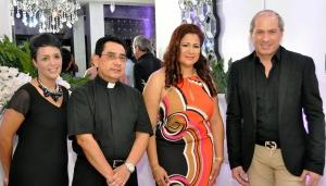 A PRINCIPAL SOBEIDA MINAYA,PADRE PEDRO FLORES, KAILA MARCANO Y ALEX MACIAS (2)