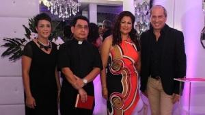 A PRINCIPAL SOBEIDA MINAYA,PADRE PEDRO FLORES, KAILA MARCANO Y ALEX MACIAS